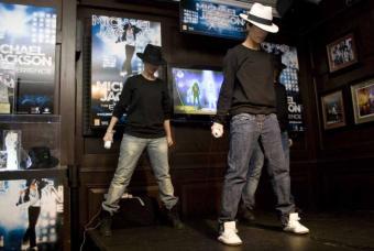 Imitando_Michael_Jackson