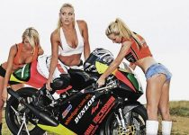 Fondos de pantallas de chicas sexys en moto para tu escritorio